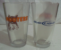bud light beer hooters pint glass
